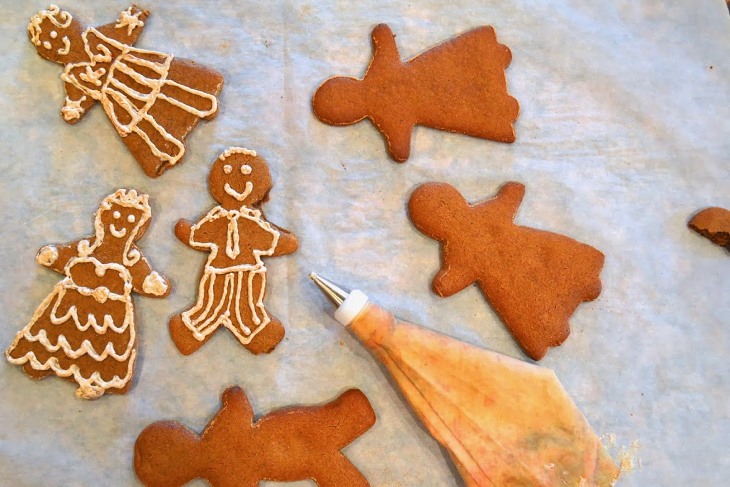 Gingerbread Men and Decorating Frosting | Plaid and Paleo