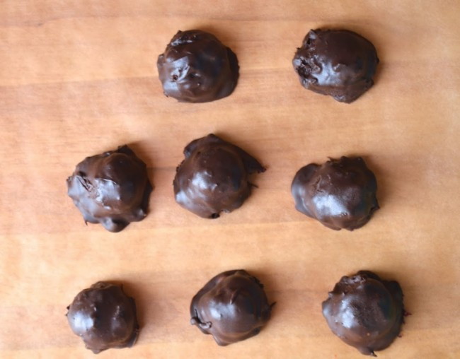 Dark Chocolate Cherry Bites | Plaid and Paleo