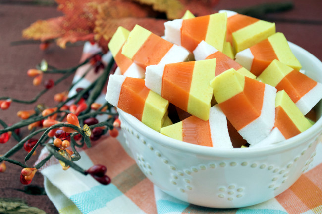 Paleo Candy Corn Gummies | Plaid and Paleo