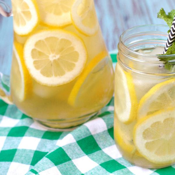 Sparkling Lemon Green Iced Tea | Plaid and Paleo
