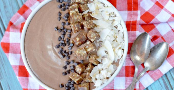 Paleo Chocolate Cashew Smoothie Bowl